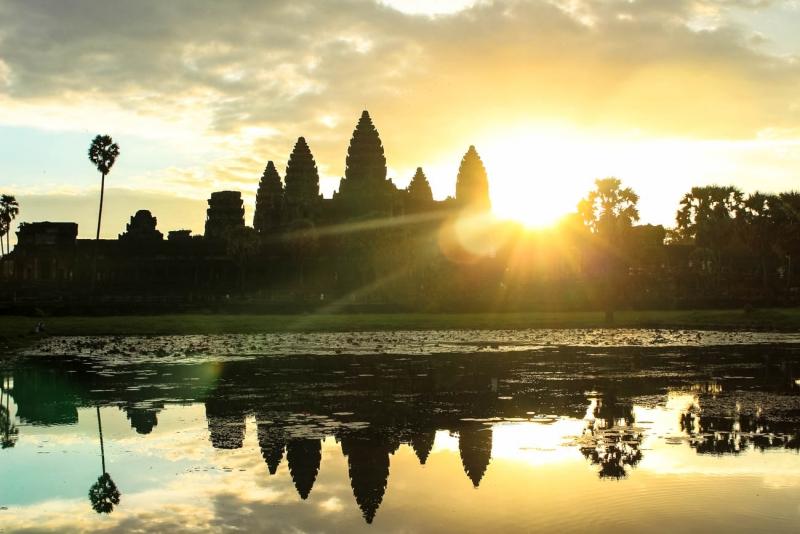best way to visit angkor wat sunrise morning
