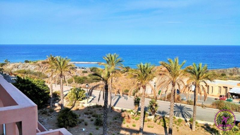 Vista do mar de hotel do Cabo de Gata.