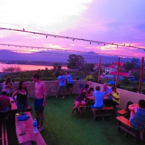 hostels no camboja Kampot__madmonkey__sunset
