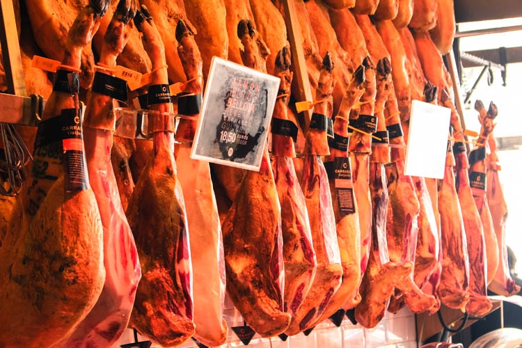 How Much does it Cost to Travel in Spain? Don´t worry, the Jamón is delicious and not so expensive!