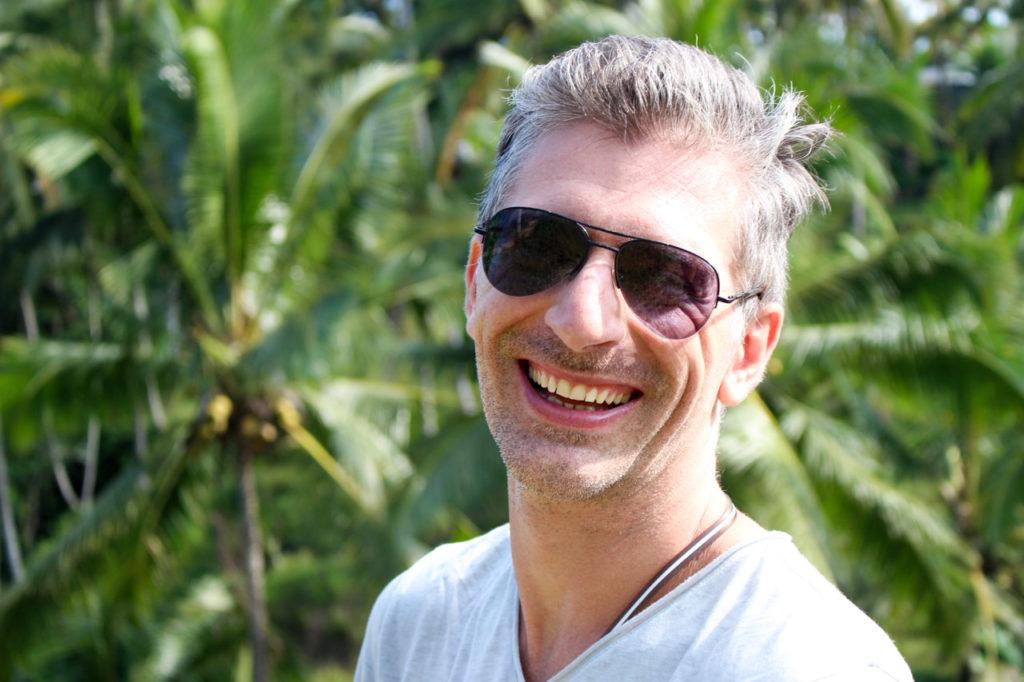 Robson Cadore é aspirante a fotográfo, web design, triatleta e surfista. E o melhor de tudo é que consegue combinar todos suas paixões e talentos com a vida de nômade digital.