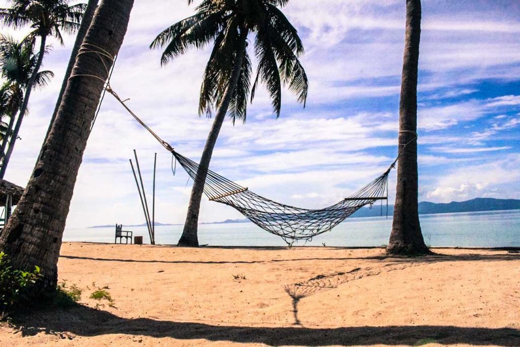 Que tal ficar num hotel com uma praia só pra você? Dicas para reservar hotéis nas ilhas e em Bangkok e quanto custa viajar na Tailândia.