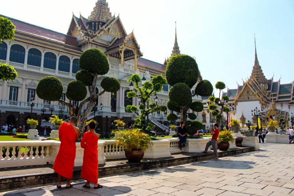 Dicas para reservar hotéis, transporte, passeios e tours. Visitar o Grand Palace é obrigatório se você viajar para Bangkok.