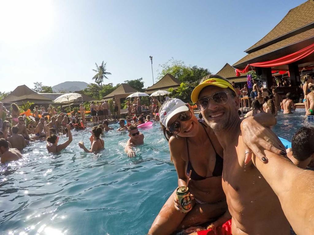 Dicas de festas na ilhas da Tailândia! Em Phi Phi tem muita pool party!! Dá para se divertir sem gastar todo o orçamento da viagem.