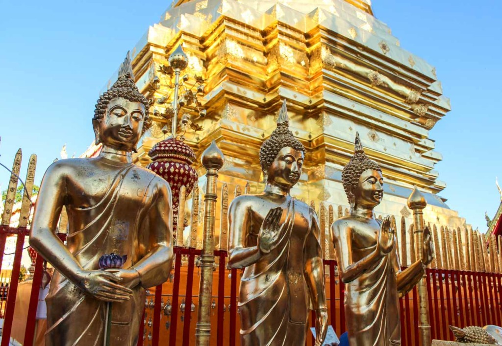 Do you want to know how much does it cost to travel in Thailand? We share our travel tips to visit the temples.