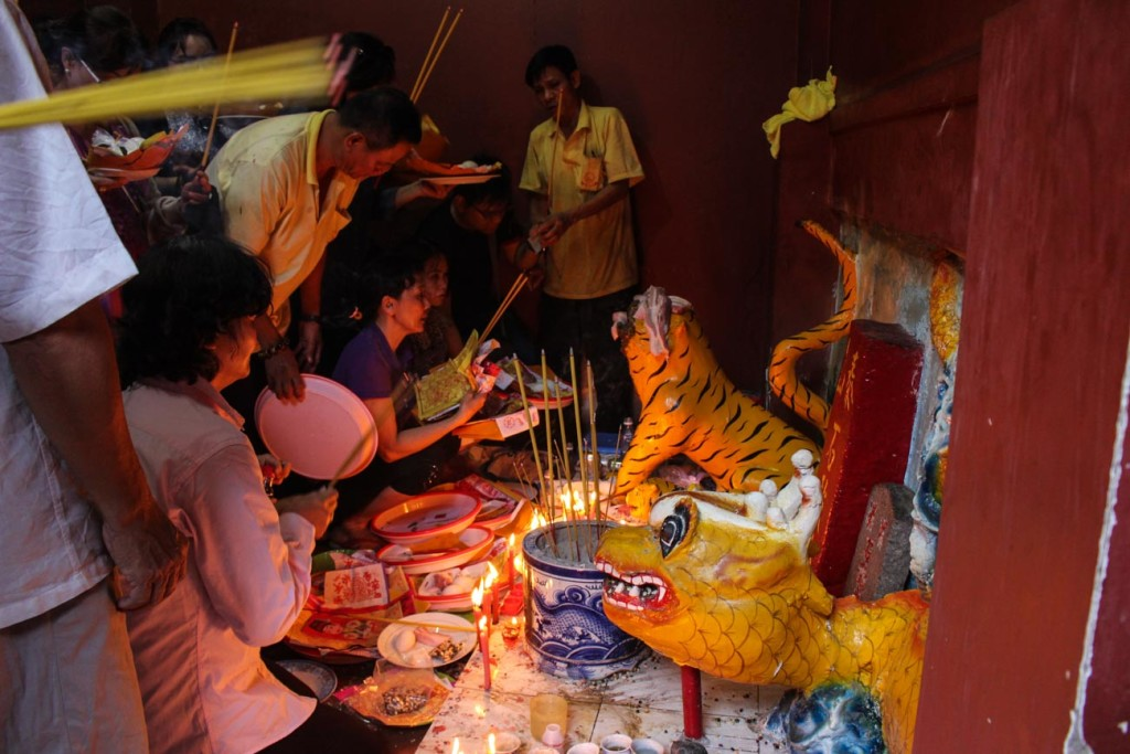 The temples are not only a cultural and religious attraction of Ho Chi Minh City; there you can understand the faith and how the Vietnamese people live.