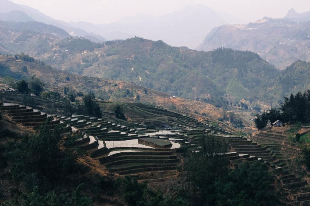 Aventure-se pelas montanhas de Sapa, Vietnã.