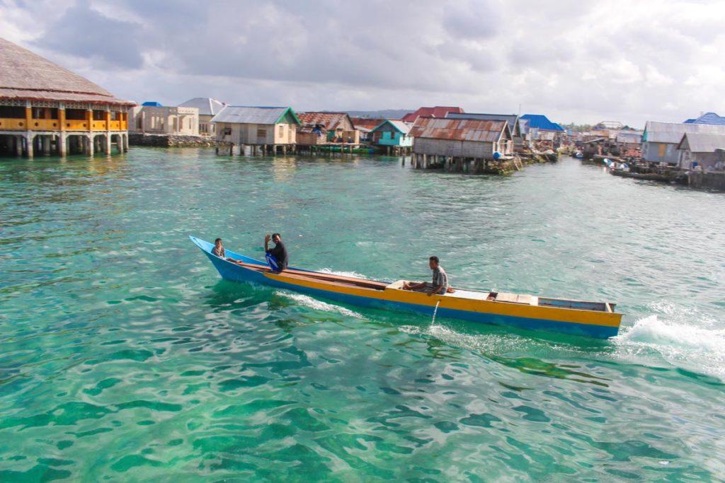 A vida do povo Bajo depende 100% do mar. Em Wakatobi existe 3 vilas dos ciganos do mar.