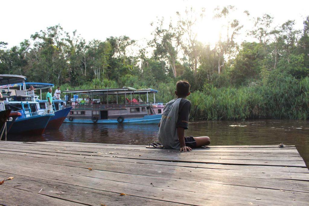 Um dos momentos especiais da viagem a parque Tanjung Puting em Bornéu, foi conectar com as pessoas locais e apreciar a natureza.