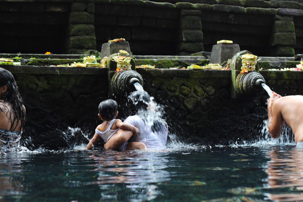 Have you heard about the purification ceremony? Is one of the incredible things you can do in Bali, at the water Temple in Ubud.