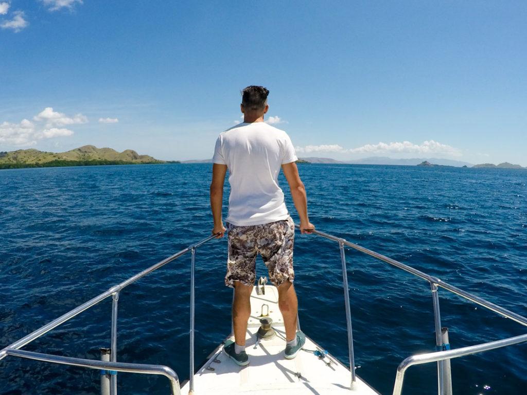 Para ir até a ilha de Komodo as opções são lancha ou barco de madeira.