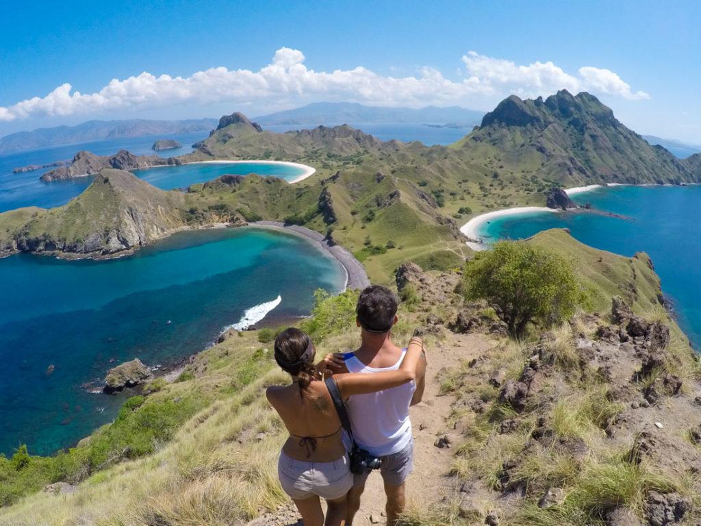Uma viagem para a ilha de Komodo não é completa sem a trilha na ilha de Padar.