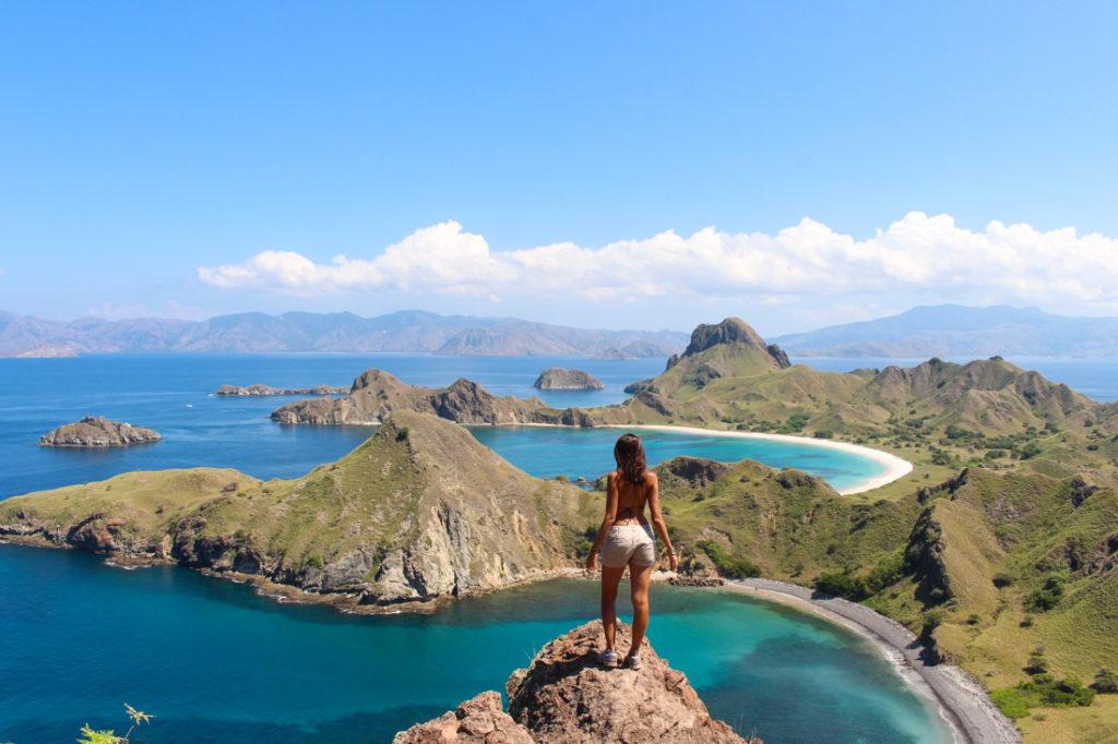 A incrível vista da ilha de Padar. Ela fica entre a ilha de Komodo e a ilha Rinca.