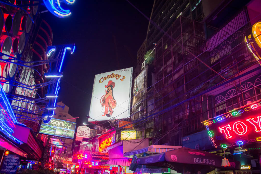 How to avoid scams on your first time in Bangkok. Follow our tips and travel guide.
