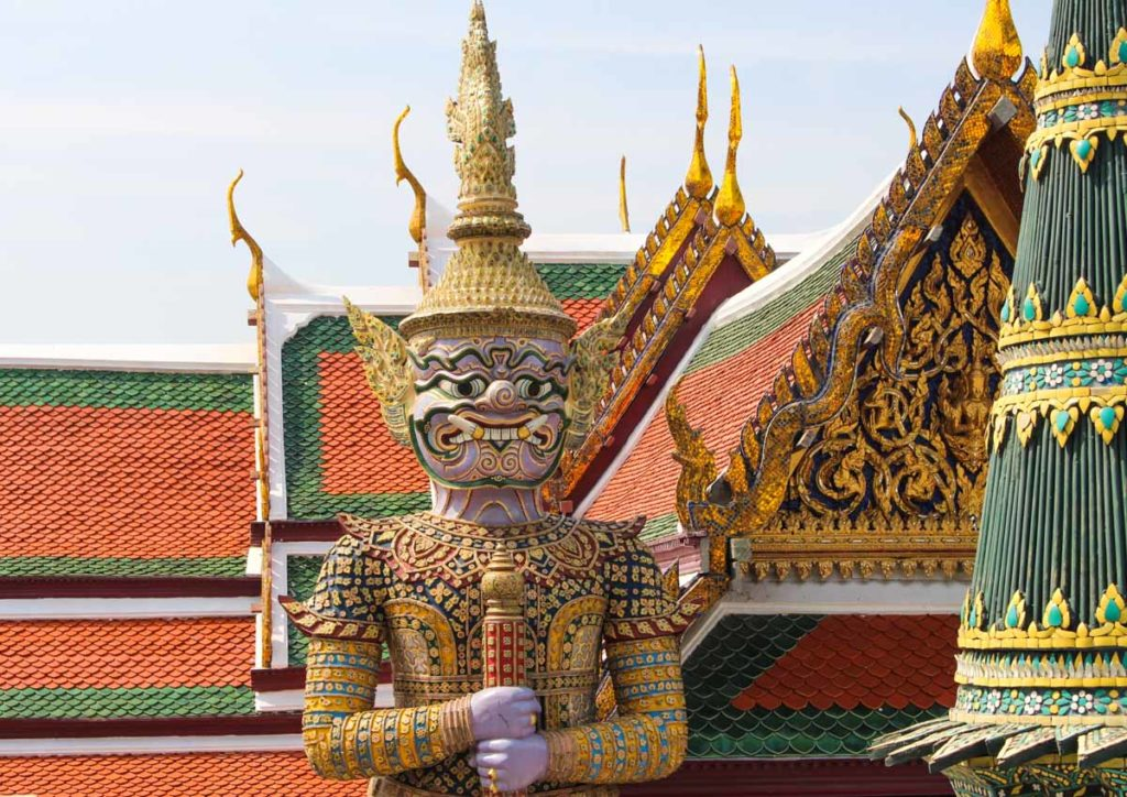 Ultimate travel guide for first time in Bangkok: what to do & where to stay.