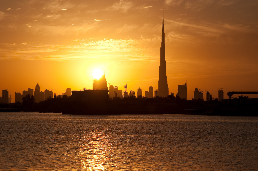 How much does it cost to travel to Dubai and travel tips.