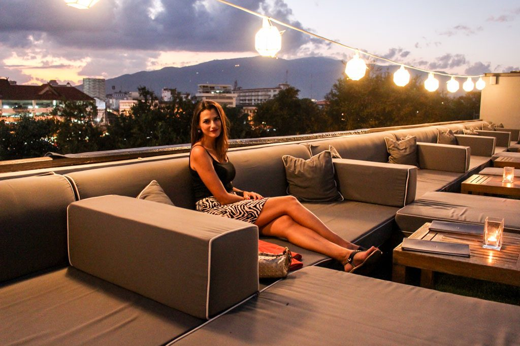 What to do in Chiang Mai at sunset? Go to Sala Lanna Rooftop Bar!