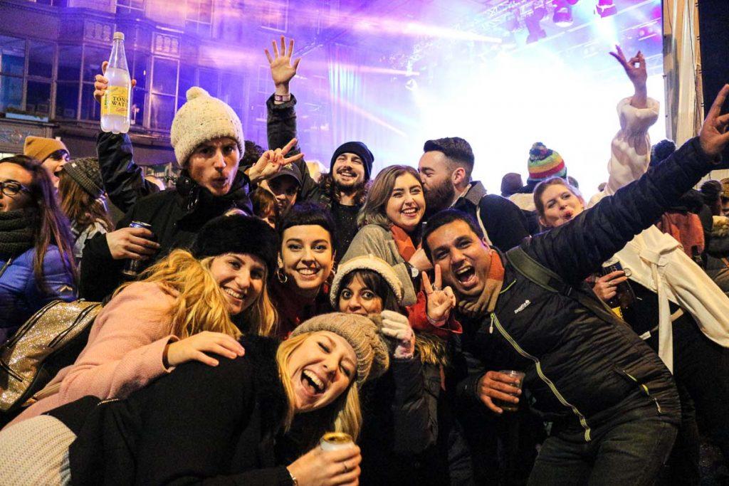 Aproveite o ano novo em Edimburgo para fazer novas amizades.