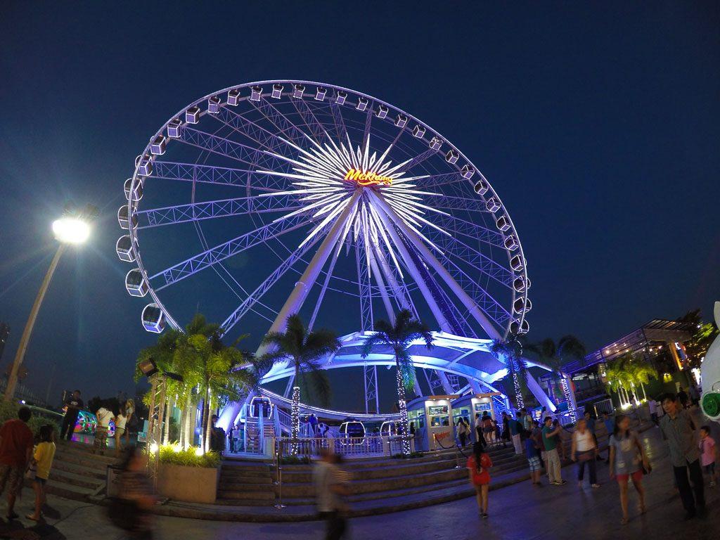 A Roda Gigante do Asiatique é uma atração de Bangkok para casais.