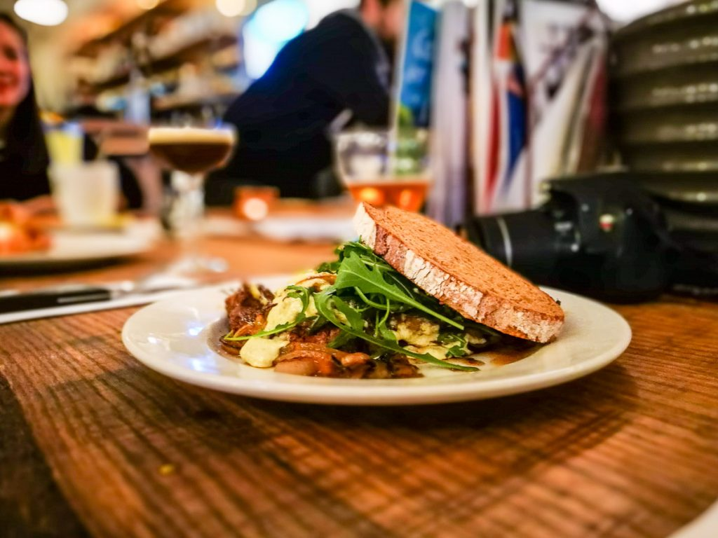 Here are some restaurants to add o your itinerary of 3 days in Amsterdam. Yummy!