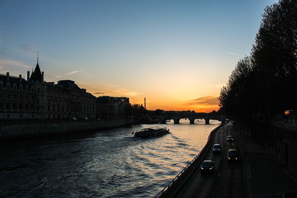 Dinner Cruise at the Seine River is one of the top romantic things to do in Paris.