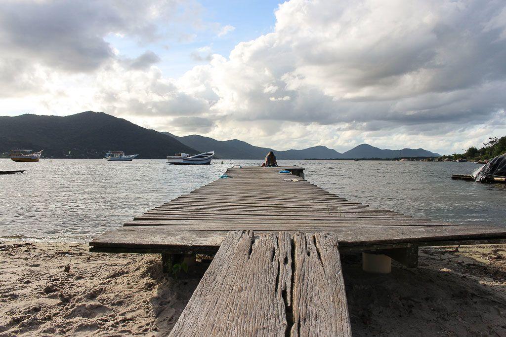 A good tour in Florianópolis must pass by the bucolic and stunning Lagoa da Conceição.