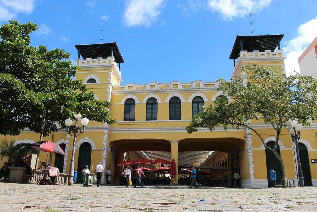 The Public Market is one of the most visited places in Florianópolis. A tour in the city is not complete without a stop there.