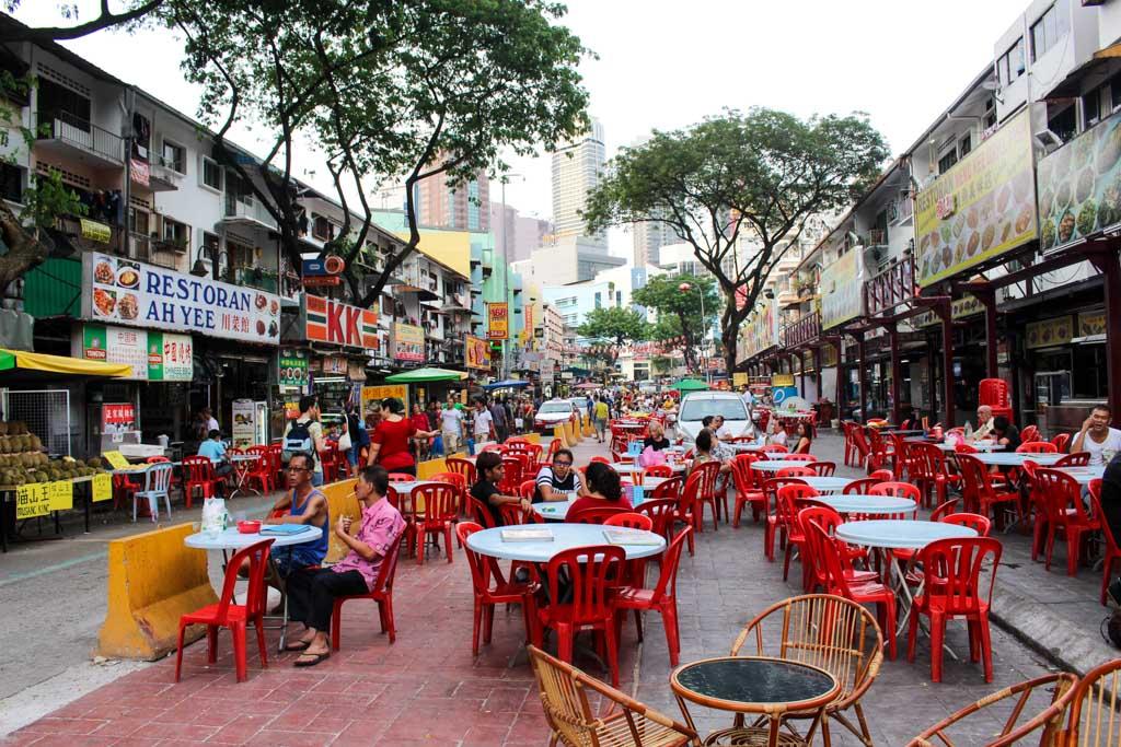 Quem gosta de saborear comidas diferentes, em Kuala Lumpur tem vários restaurantes e comidas de rua pra saborear.