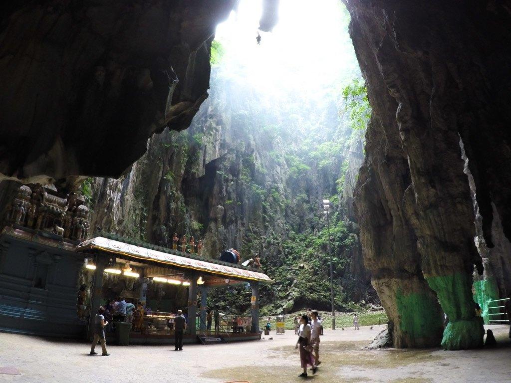 Minha dica [e organizar a visita as Caverna Batu logo no início da manhã, assim sobre mais tempo para curtir as atrações de Kuala Lumpur.