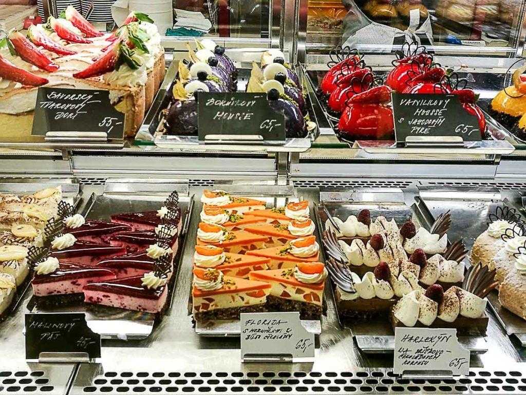 A confeitaria Erhartova Curkrárna tem alguns dos melhores bolos e doces de Praga.