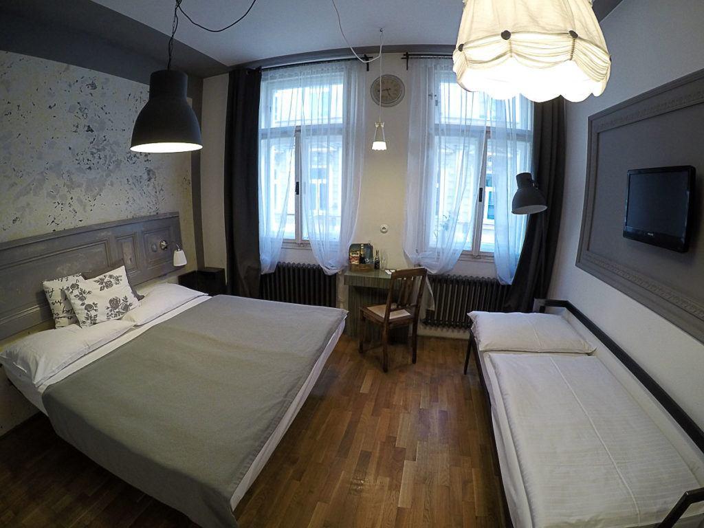 Um dos melhores lugares para ficar em Praga é o Hotel Boutique Miss Sophie's, perto de todas as coisas legais para fazer em Praga.