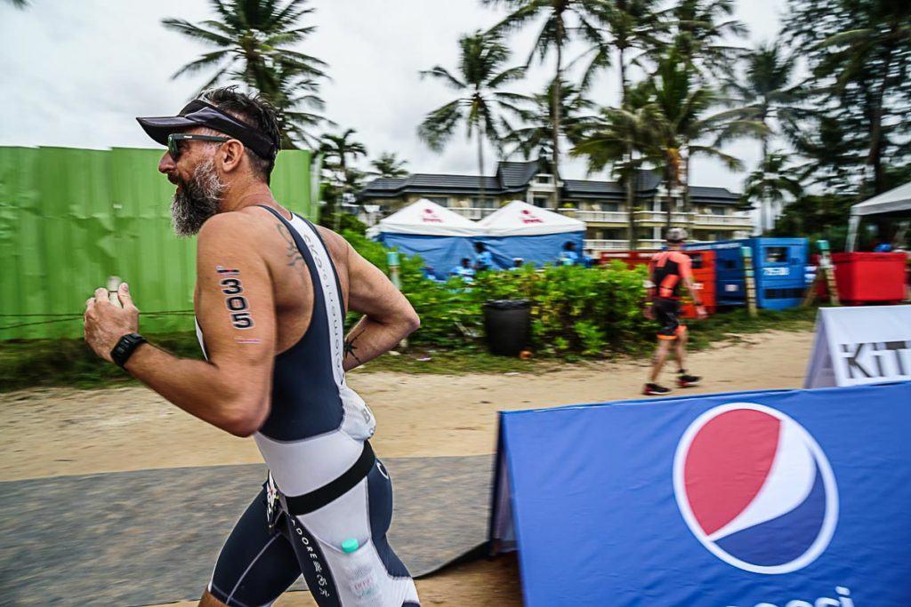 Mesmo com o estômago embrulhado saí para encarar a corrida do Ironman 70.3 da Tailândia.