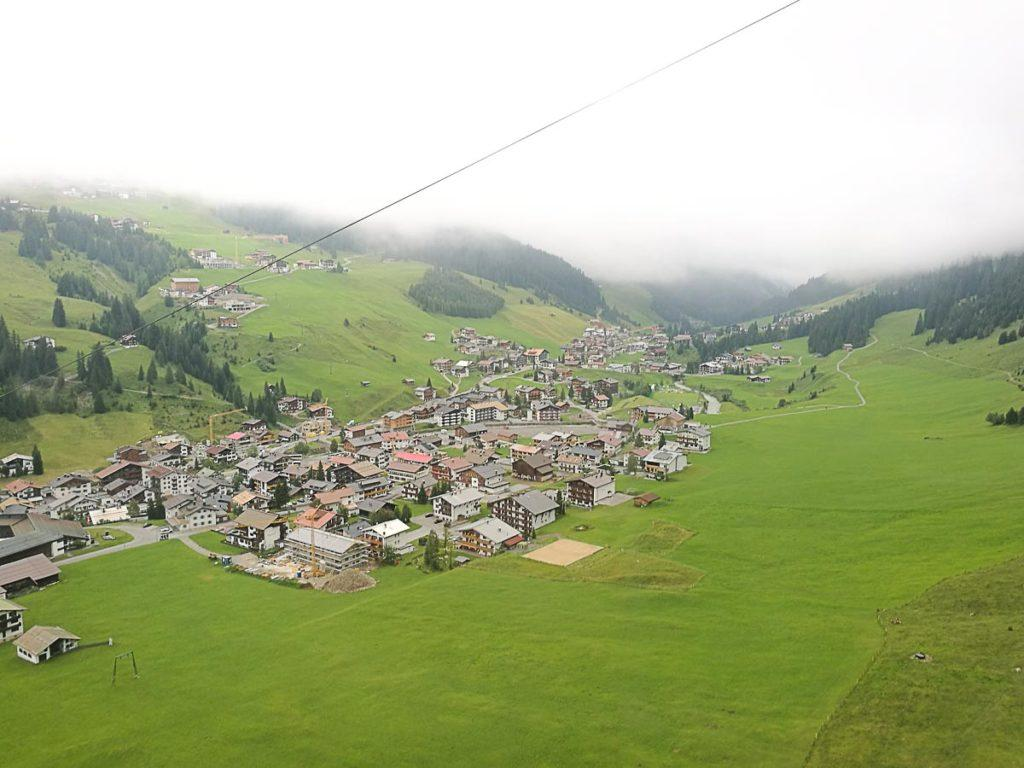 It's easy to travel to Lech in Austria, and to get around the best option is using the Lech Guest Card.