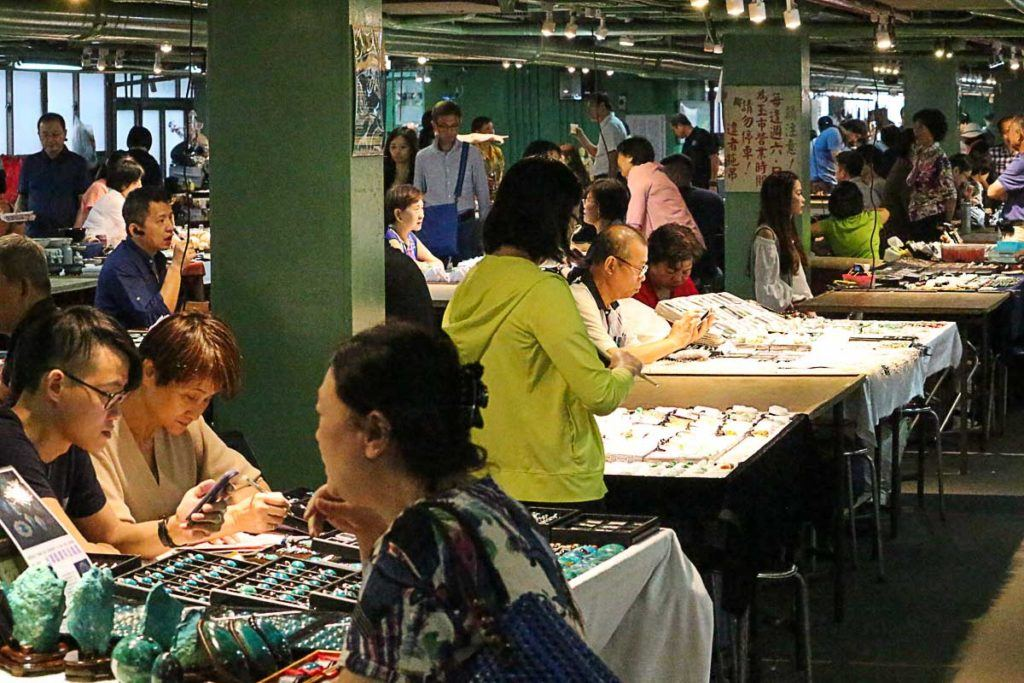 The Taipei Weekend Jade Market is a great place to see the local life and find different souvenirs.