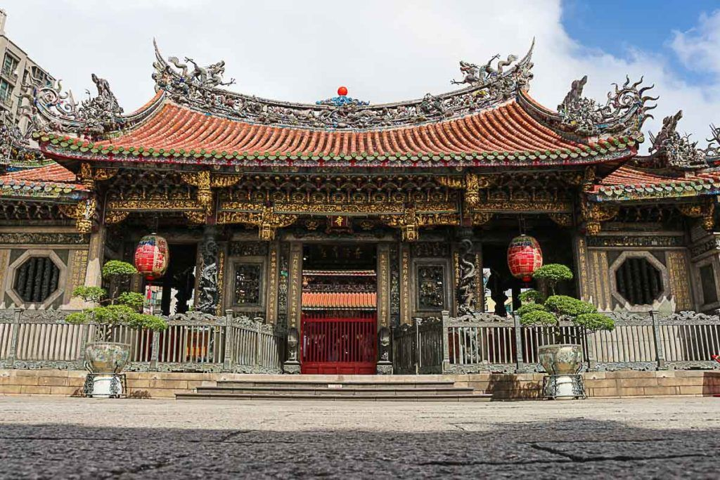 What to do in Taipei on the religious side? Visit the Longshan Temple, it's stunning.