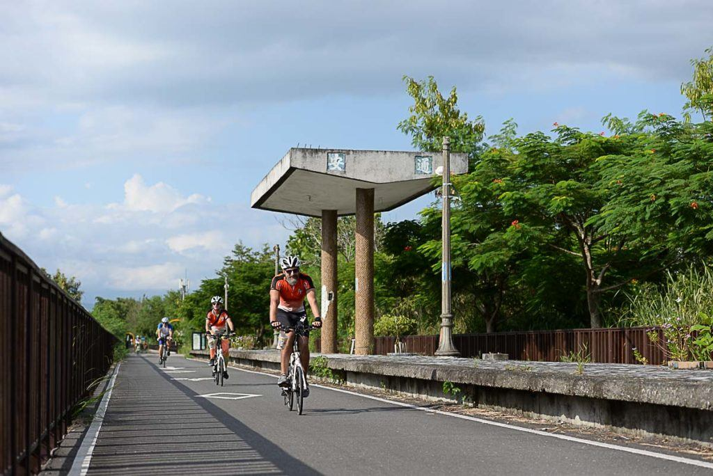 The Yufu Cycling Pathway has about 10km and should be on everyones itinerary when cycling trip in Taipei.