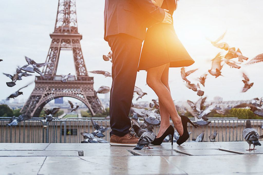 Learn how to find the most romantic hotels in Paris that won't cost you a fortune.