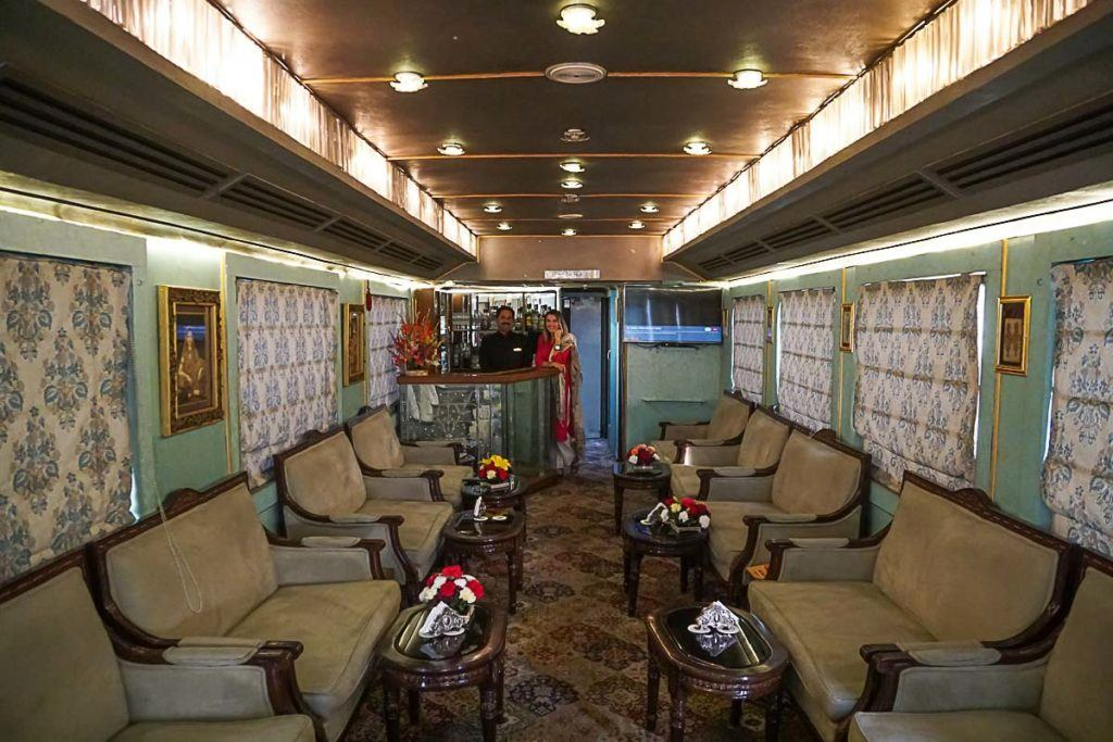 The Palace on Wheels luxury train has 2 bars and restaurantes that serves from breakfast to dinner.