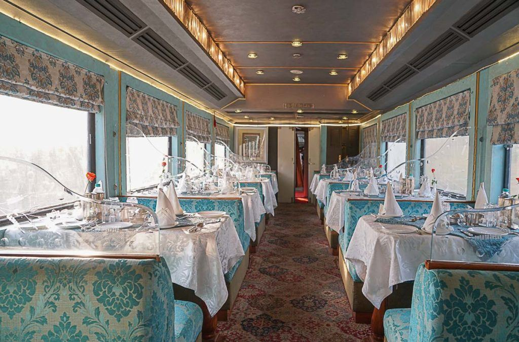 All the food served on board is included on Palace on Wheels price, you can read our full Palace on Wheel review for mor details.