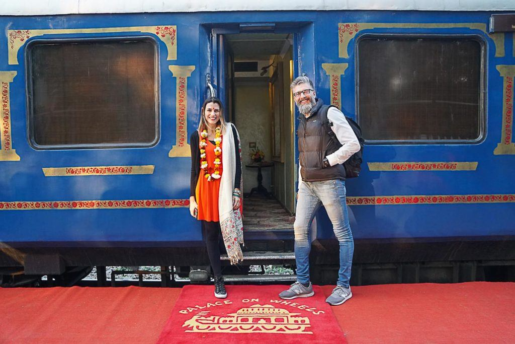 Our Palace on Wheels Review is a comprehensive guide about traveling in a luxury train in India. Passing by the top attractions in Rajasthan and Agra.