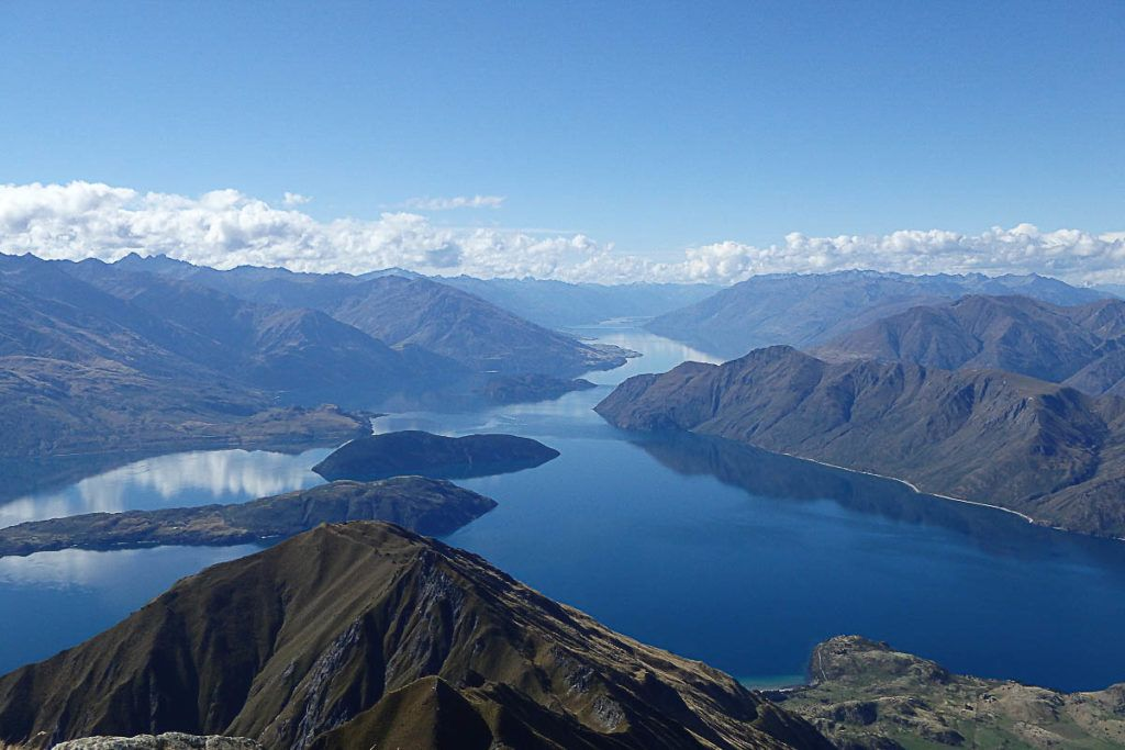 Our list of things to do in Wanaka in a day starts with a visit to one of the most beautiful lakes.