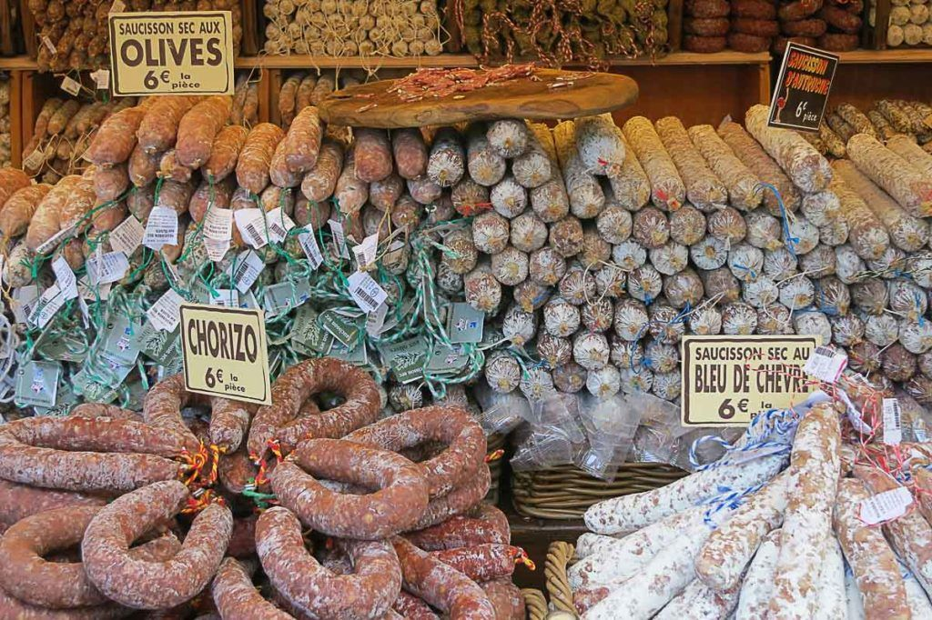 how to eat like a local in Paris? Here goes our suggestions to try delicious local food.