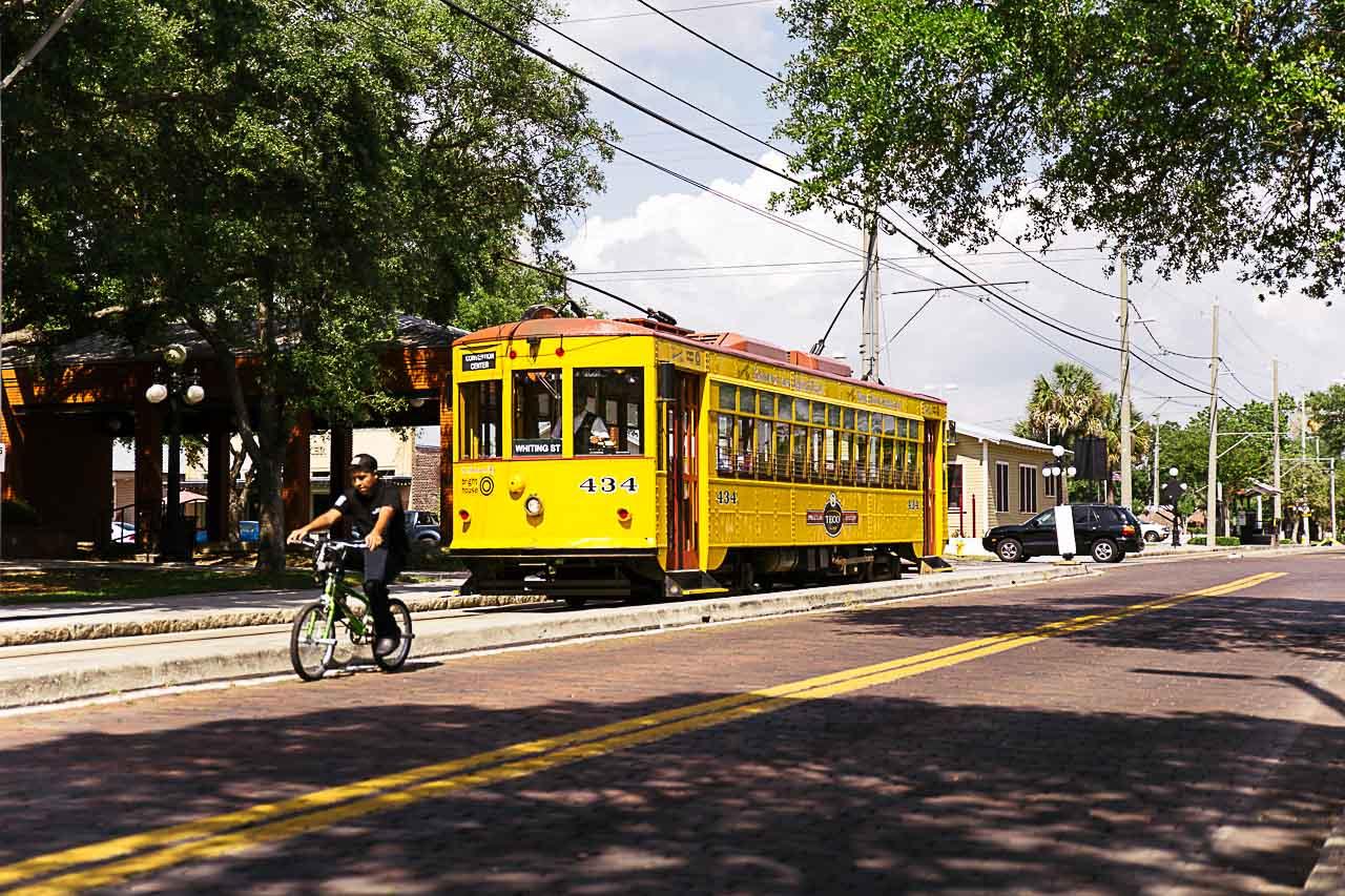 Procurando passeios autênticos para fazer em Tampa? Pegue um bondinho!