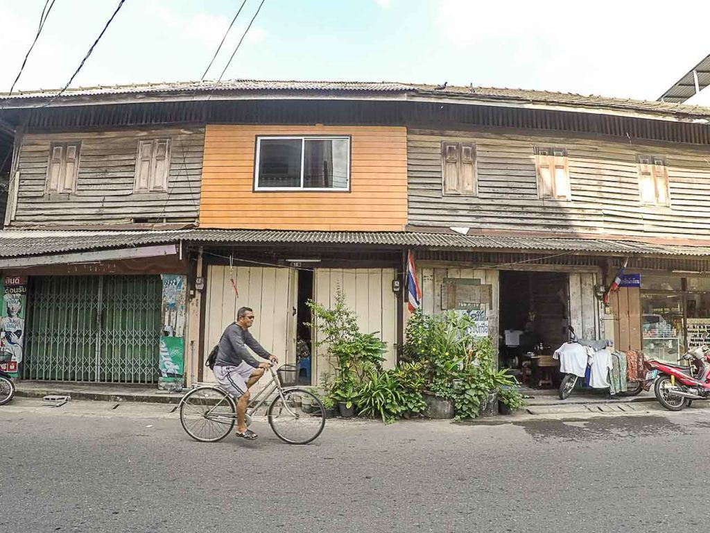 Entre as melhores coisas para fazer em Hat Yai está ver a vida passar e conectar com os moradores locais.