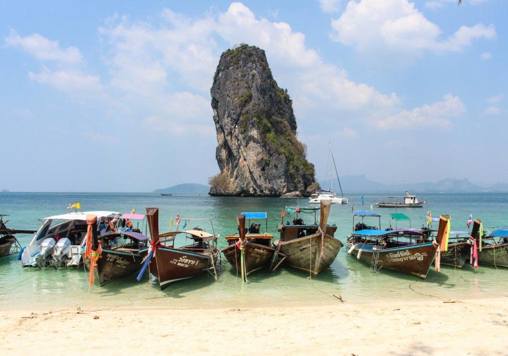 Krabi in Thailand is the address of some of the most beautiful beaches and islands in Thailand. There are plenty of fun things to do in Krabi and around.