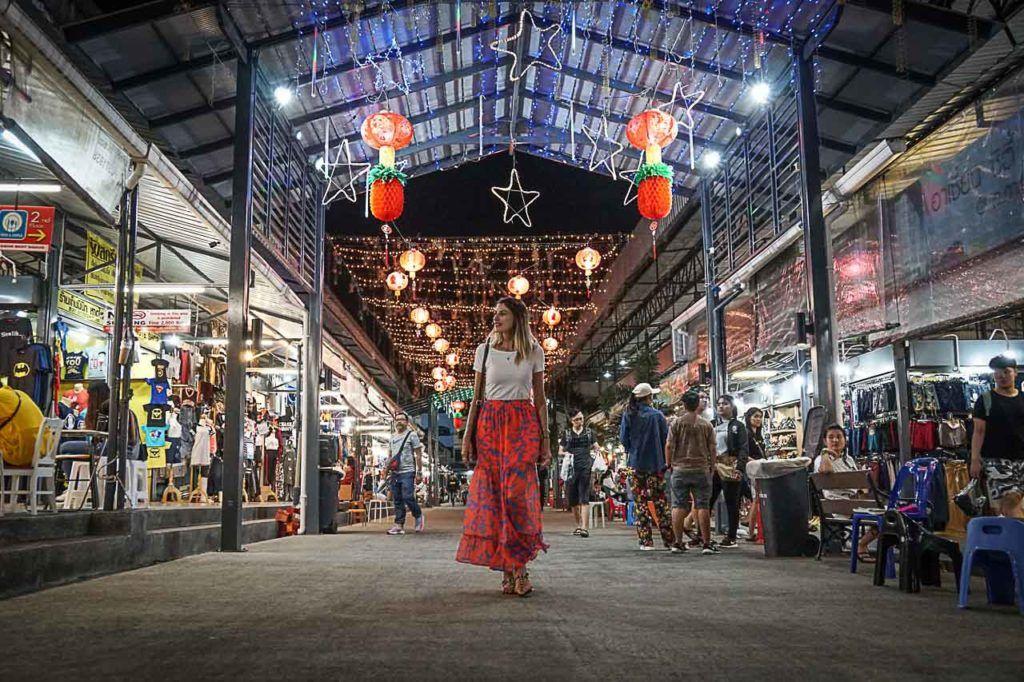 Os mercados de Hat Yai são uma tenção. Tem mercado de rua durante o dia, mas os mais famosos são os mercados noturnos de Hat Yai.