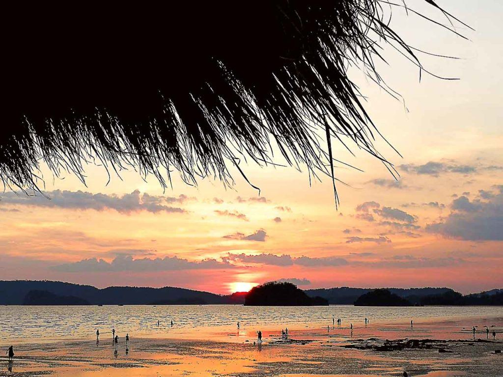 The sunsets are one of the unmissable attractions in Ao Nang and Railay beach, they are gorgeous.