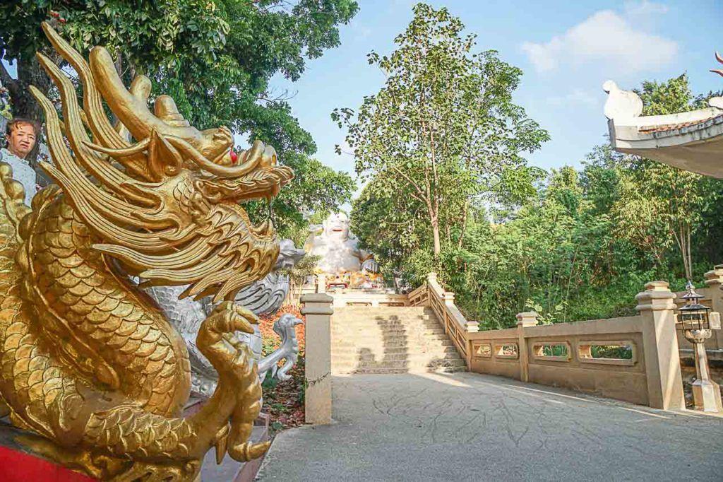 No Parque Municipal de Hat Yai há vários templos interessantes que você pode visitar.