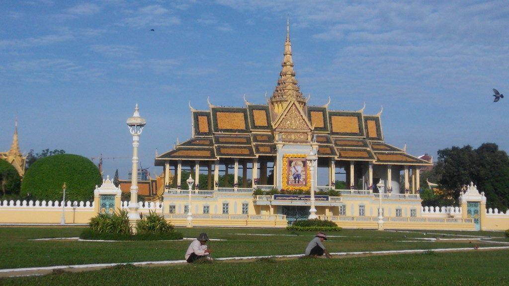 Não deixe de visitar o palácio em sua viagem a Phnom Penh.