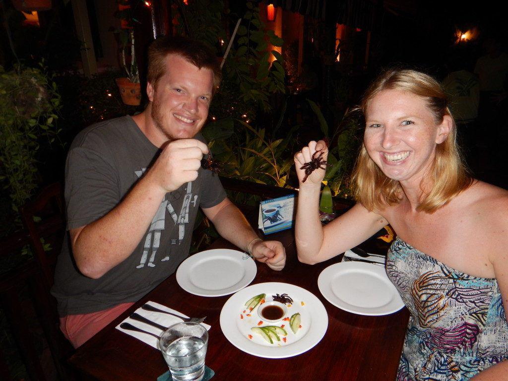 Procurando o que fazer em Phnom Penh à noite? Você pode experimentar tarântulas (e outras iguarias locais)!